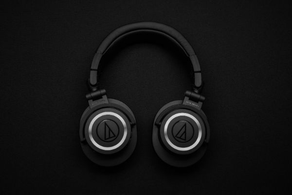 5 TIPS FOR WHEN YOU HAVE TO MIX WITH HEADPHONES