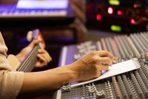songwriting-jobs-dark-horse-institute